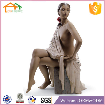 Fashion new design polyresin nude african women statue