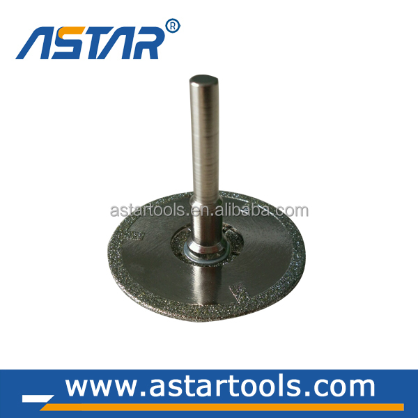 Electroplated diamond cutting caving saw disc