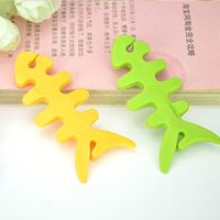 2015 Factory Manfacturer Fish Shaped Lovely Silicone Cable Holder Keeper