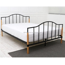 2018 new design metal double bed with wooden post