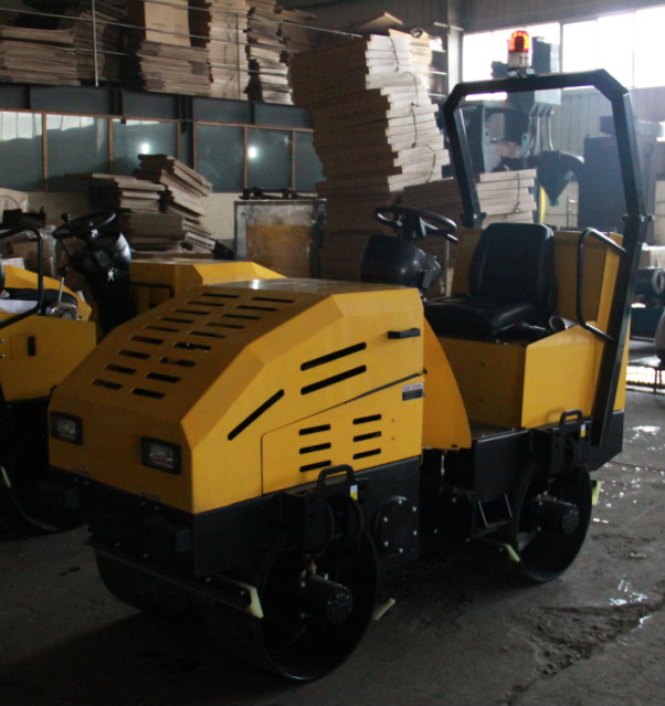 1.5 ton Ride on Hydraulic Vibratory Road Roller