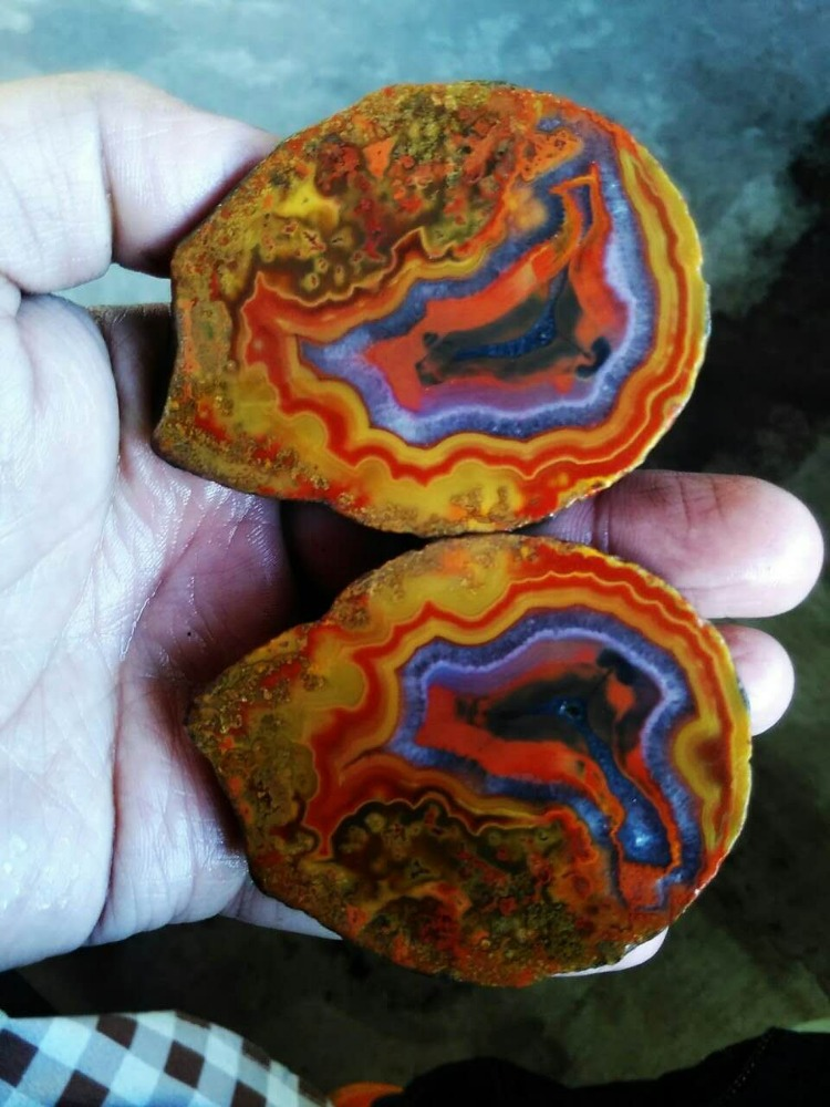 Rough (Unpolished) Agate Fighting Blood Agate from China