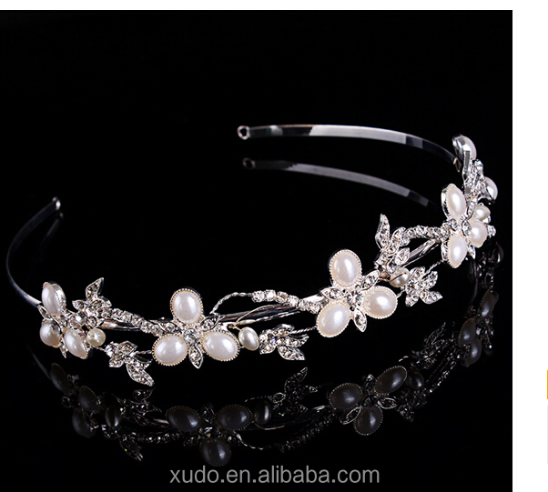 Factory directly sale and handmade full fashion crystal wedding pearl tiara and crown for sale