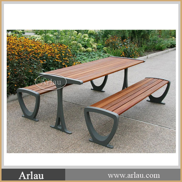 Cast Aluminum legs Restaurant tables and chairs