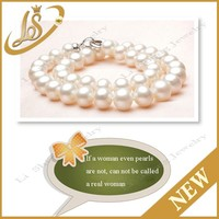 Classic design pearl necklace of round white freshwater pearl