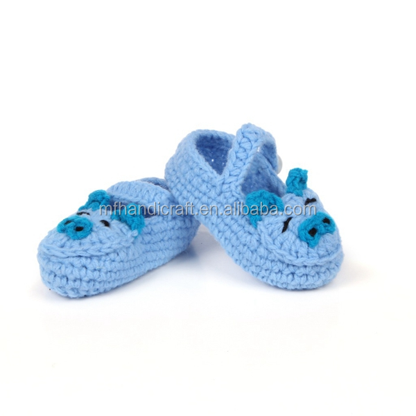 Hand knitting cart weaving cartoon pig baby shoes