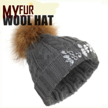Free size wholesale tongxiang workmanship wool knit CZ diamond-encrusted beanie hats with top raccoon ball