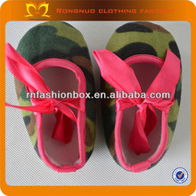 Army Green baby crib shoes with hot pink ribbon baby shoe wholesale cheap baby crib shoes for toddlers