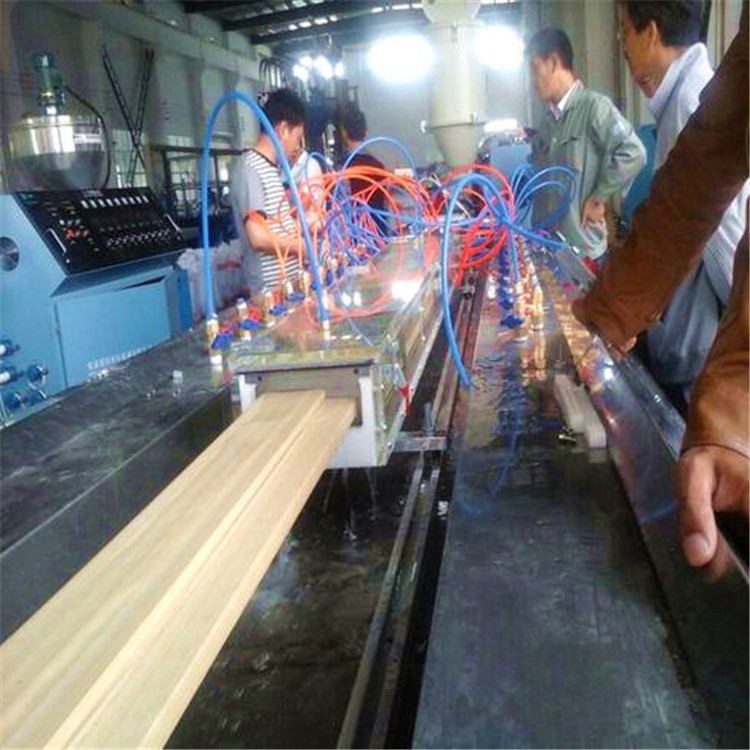 High efficiency wpc window blinds extrusion machine of long lifespan