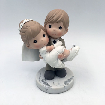 Wholesale high quality custom resin statue souvenirs for wedding anniversary gift