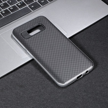 Wholesale shenzhen 2018 carbon fiber hornet pattern anti shock TPU+PC phone accessories mobile phone case for Samsung s8/s8 plus