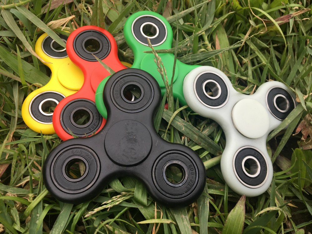 2017 Hot Sale Anti Stress EDC Finger Tri Spinner Toy Hand Fidget Spinner