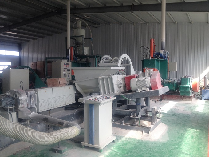 Rubber compounding and extrusion granule machine and production line