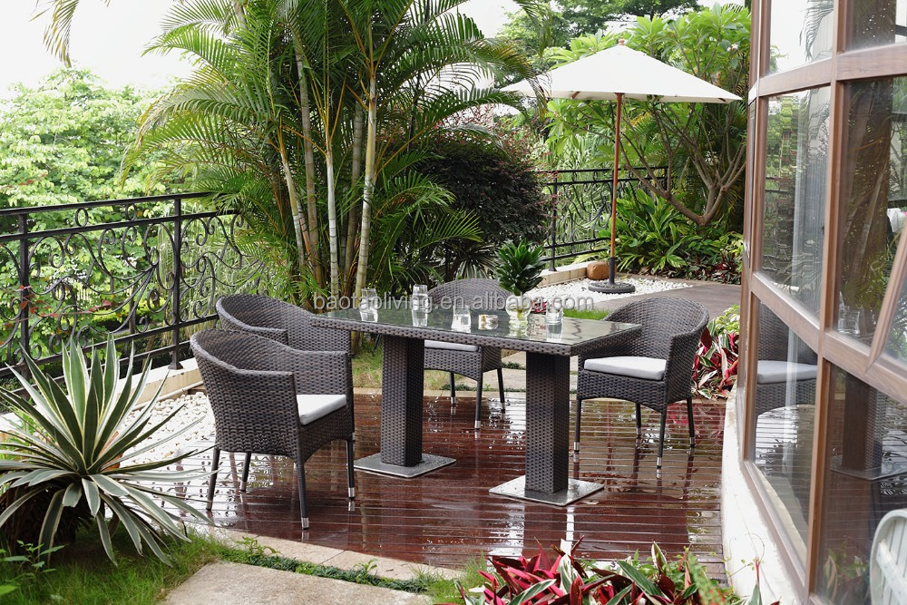 Rattan dining set with cast iron base/ Garden furniture set