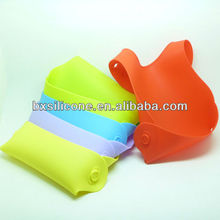 2013 new shape silicon rubber bibs,silicone adult bibs,designer adult bibs