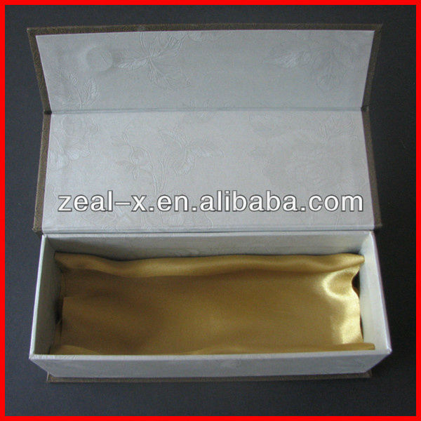 High Quality Christmas Gift Wine Cups Shiny Golden Logo Boxes With Magnet Closure and Satin Clothes Inside
