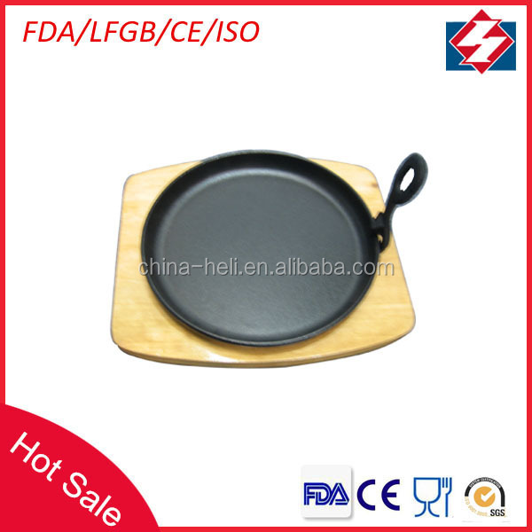 Round cast iron sizzling cheap plate with wooden base
