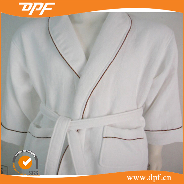 Cheap factory 100% cotton embroidery terry white hotel bathrobe