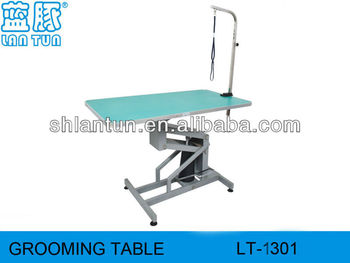 Hydraulic lift grooming table with clamps