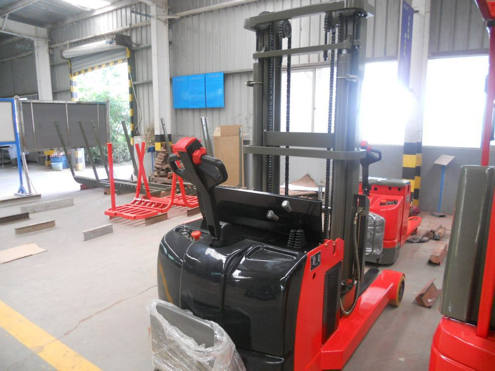 Pedal type small electric reach truck
