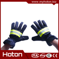 Aramid fabric and leather fire proof gloves protect hand