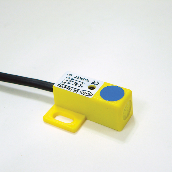 Compact rectangular 12 mmsq / Top Sensing surface / 4mm / DC 10-30V / DC-3 wire / Inductive Proximity Sensor