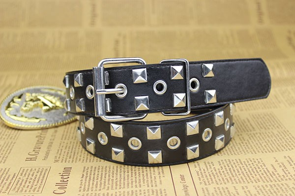 Black Metal Pyramid Studded Leather Belt