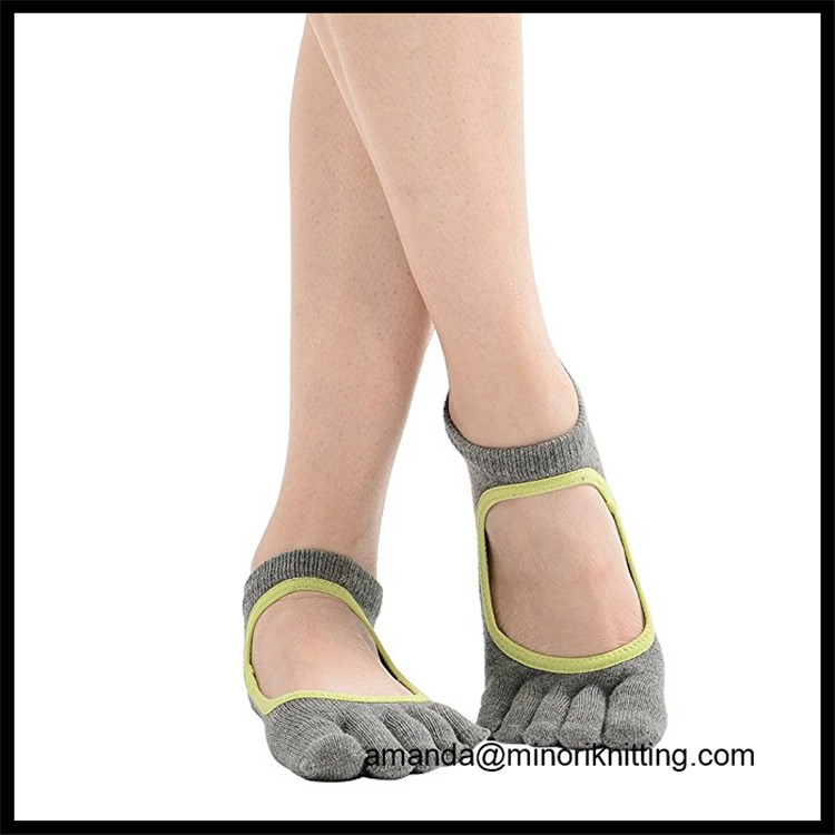 High Quality Amazon Suplier Customed Your Logo Anti Slip Grip Leather Sole Yoga split toe socks