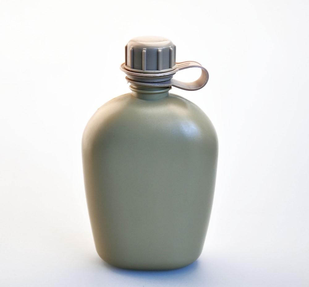 Canteen, 1 Quart Plastic Body, army green color 1000ml bottle