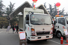 diesel fuel type Sinotruk howo light truck Wingspan car made in China