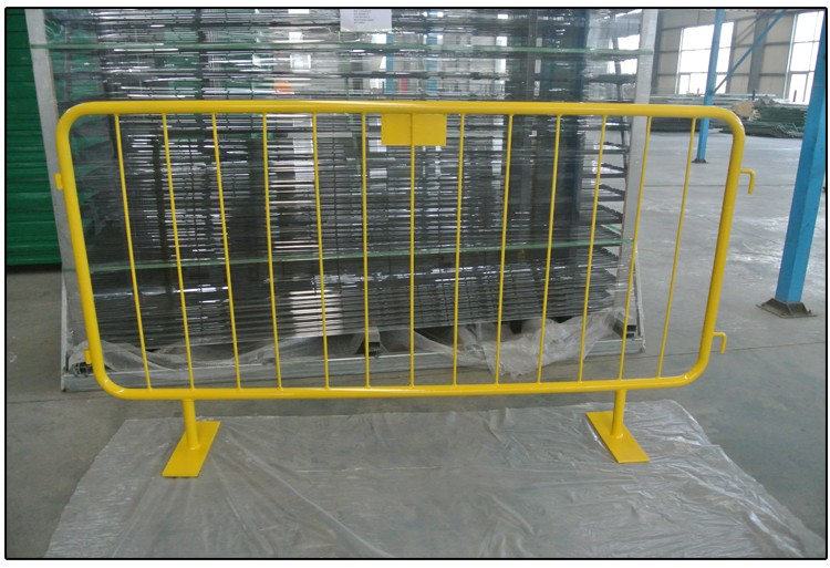 Yellow pvc coated crowd control barriers construction