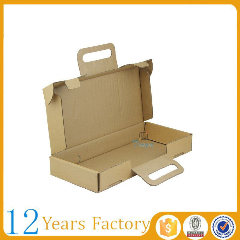 Corrugated rectangular cardboard box carry handle