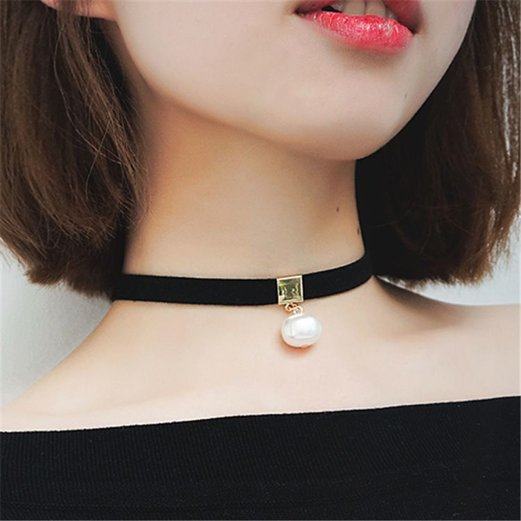 Fashion Girl's Single Layer Chain Simulated Pearl Pendants Velvet Choker Necklace