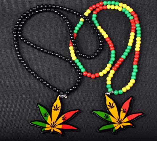 Hot selling Acrylic necklaces hip hop Europe and America style marijuana leaf charm bead necklace pendant for men Moonso A4992