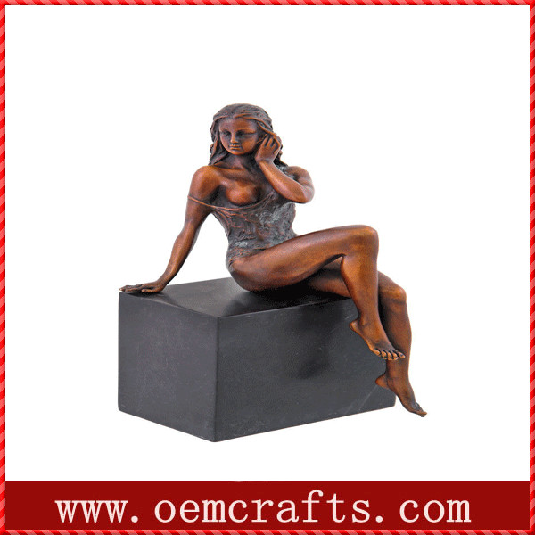 Erotic femme woman pin up resin sexy figurine