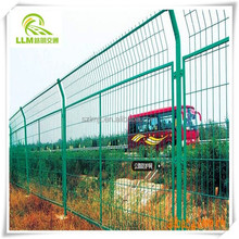 Wholesale road safety iron wire highway mesh fence