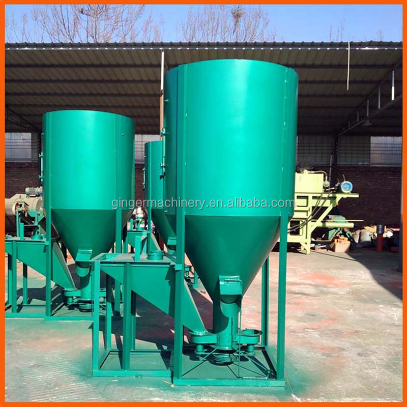 Vertical livestock feed mixer
