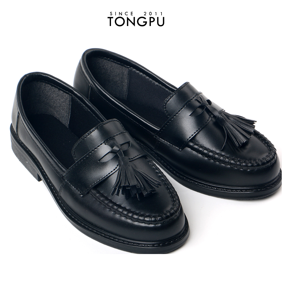 Black color PVC fashion tradition flat shoes