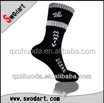 2014 wholesale custom logo sports socks for men/out door sports/custom mid-calf socks