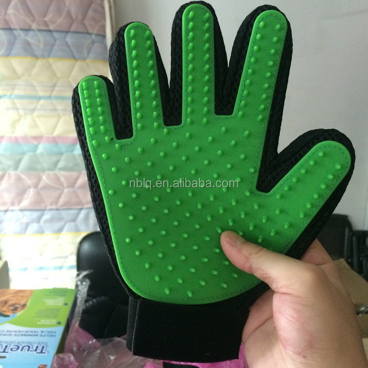 ( any color produce just need 3-5days )The silicone Pet Grooming Glove Dogs Bathing Brushes massage Gloves