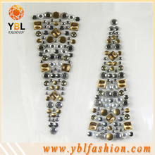 Hotfix metal studs transfer motive design on shoes
