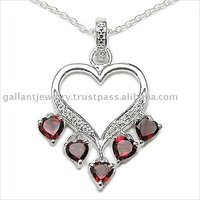 Heart shape pendant with garnet stones crowned to give the look of most majestic and magnificent jewelry!!