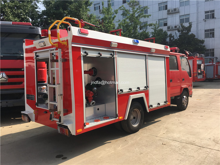 2000L water fire engine4.JPG
