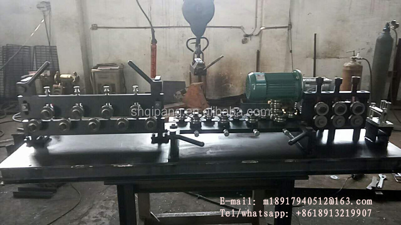 Automatic alloy wheel straighten machine with tractions