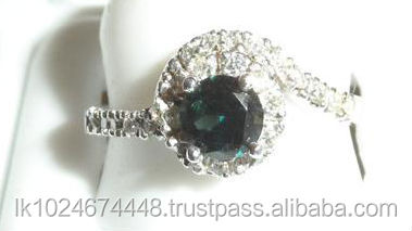 18K White Gold Green Sapphire Gemstone Ring with Studded Diamonds