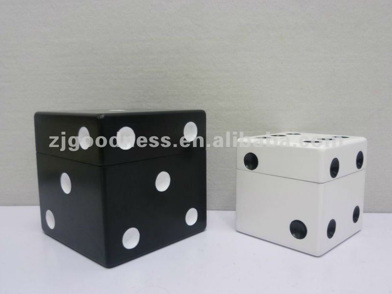Good Sale 6-1/8'' Wooden Dice Boxes with Lid Sets of 2