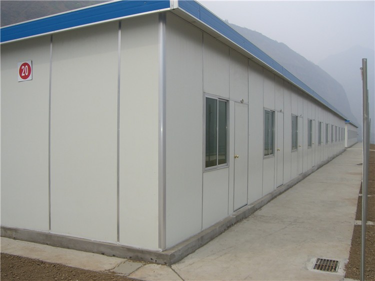 Temporary movable labor camp prefabricated building