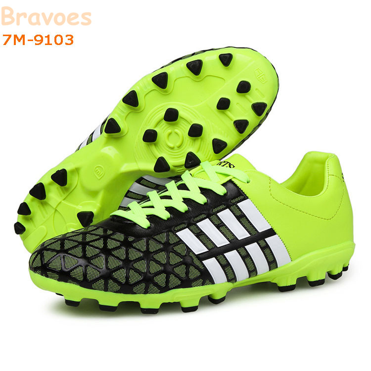 New Embossment Pattern Durable Cheap Price Wholesale Spike Youth Soccer Cleats