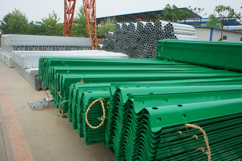 Top Accessed Guardrail Supplier / Easy installation Hot sale w beam safety sprayed highway guard rail blocks