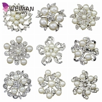 Yiwu factory wholesale White Gold Plated Imitation Pearl White Crystal Rhinestone Brooch